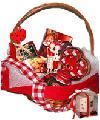 Подарочная корзинка со сладостями на день Святого Валентина