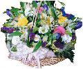 сезонные цветы в корзине